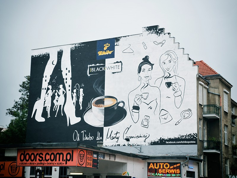 Advertising campaign Tchibo Black and White on the wall in Gdansk | Black & White | Portfolio