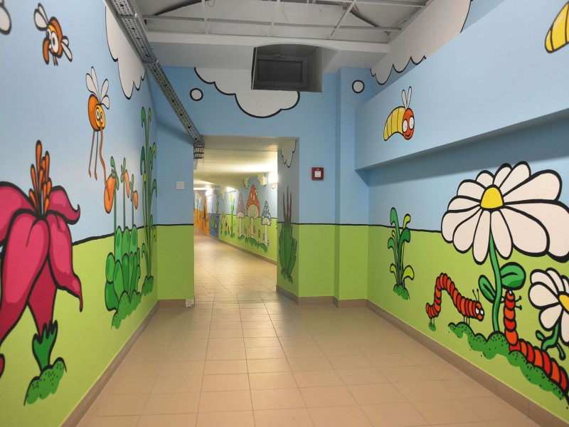 Charity event Dulux Lets Colour - Painting on the hall wall in Mother and Child Institute | Let's Colour | Portfolio