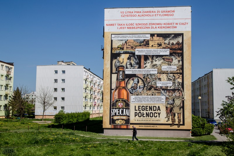 Artistic advertising mural in Malbork in a Specjal beer brand campaign | Specjal - Legenda Północy | Portfolio