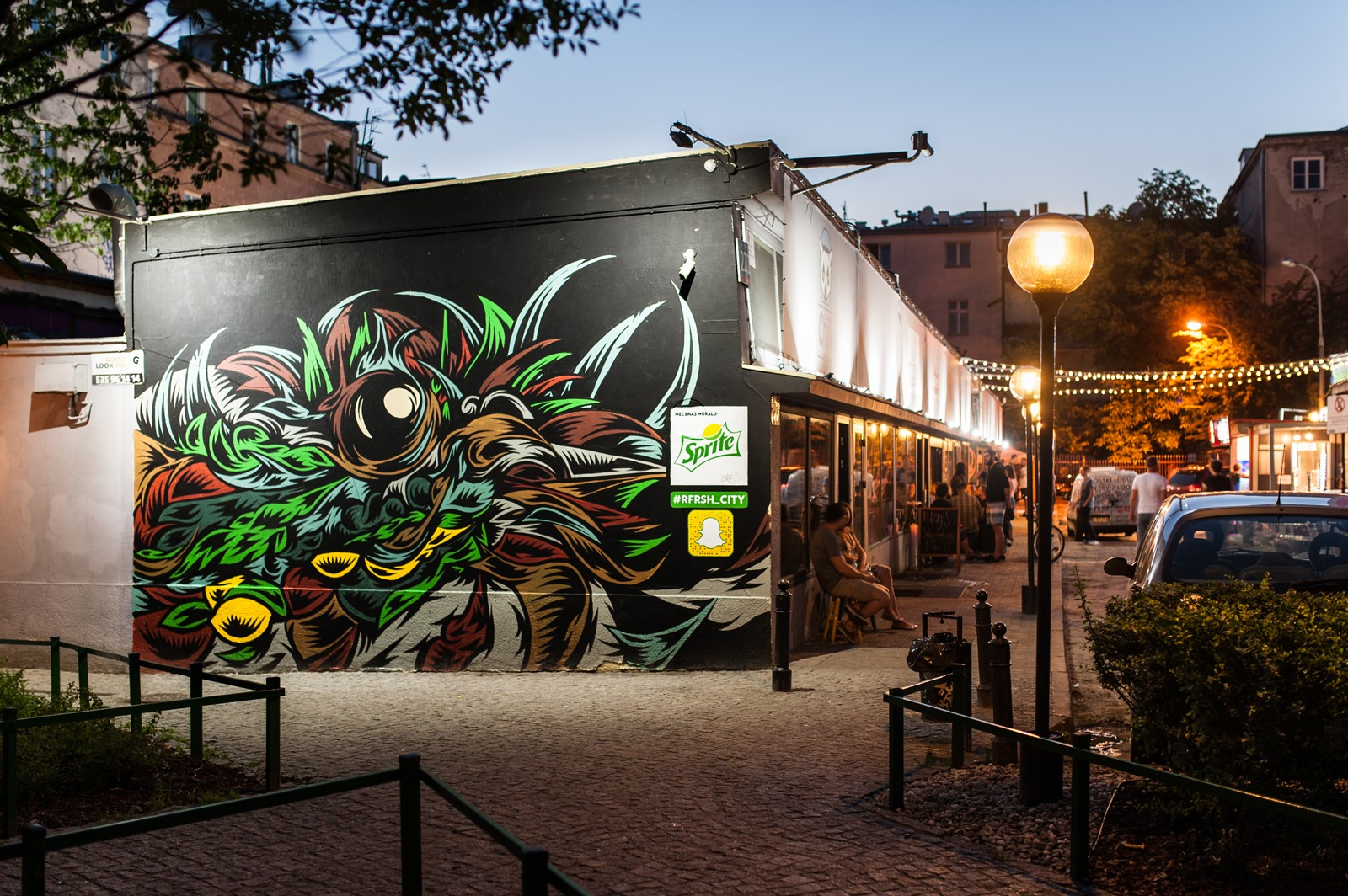 Pubs at Warsaw's pavilions with a hand painted advertising mural by Swanski for Sprite | #RFRSH_CITY | Portfolio