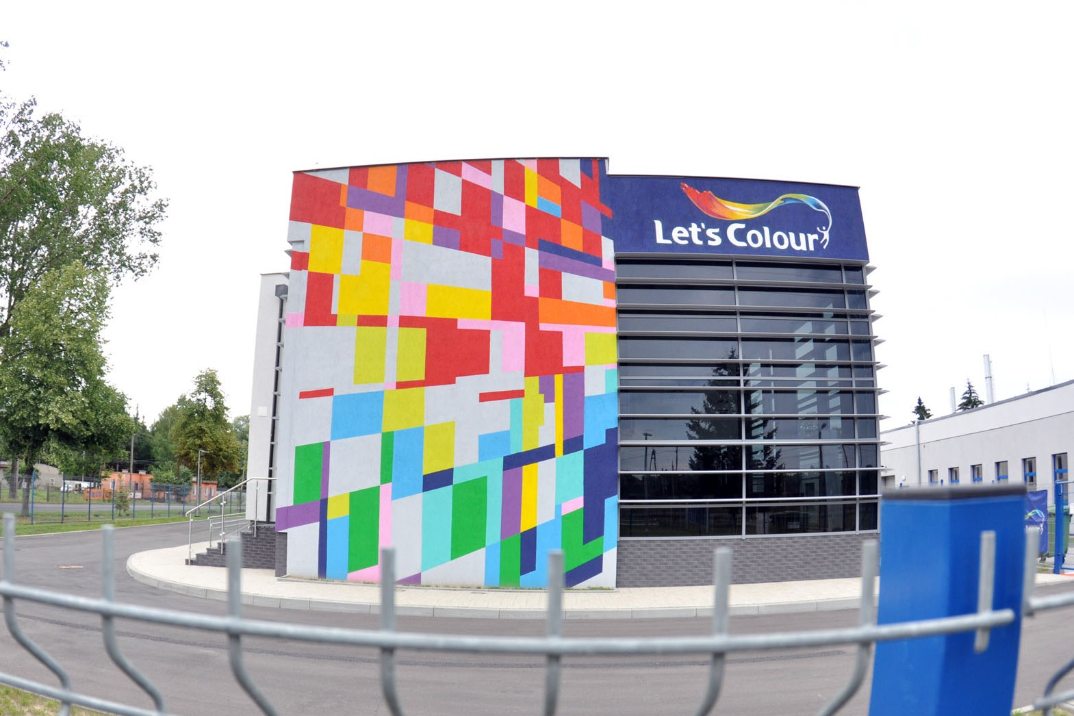 AkzoNobel Factory Poland Let's colour Dulux Pilawa Wall Design mural | AkzoNobel Factory | Portfolio