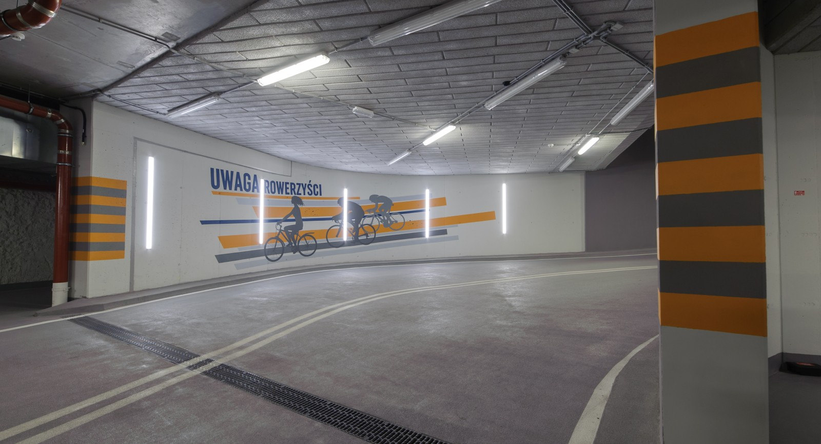 Underground garage paintings in Proximo office building created by polish artists | PROXIMO | Portfolio