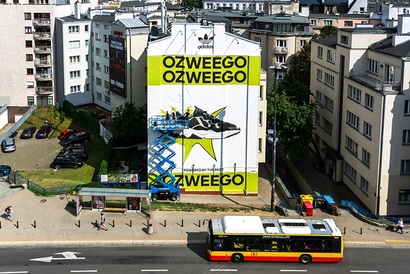 Hand-painted advertisement for Ozweego Adidas at the Politechnika subway in Warsaw | Adidas Ozweego | Portfolio