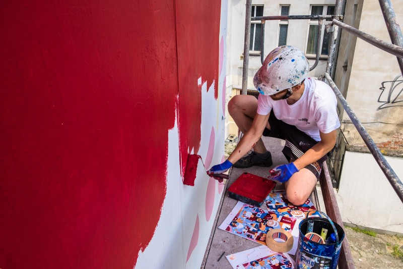 Painting a mural for a Costa Coffee advertising campaign in Gdynia | Costa Coffee's 1st Birthday | Portfolio