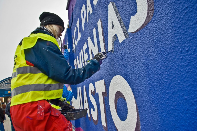 Painting wall beside Centrum subway station Samsung Galaxy in Warsaw | Link passions and change the city | Portfolio