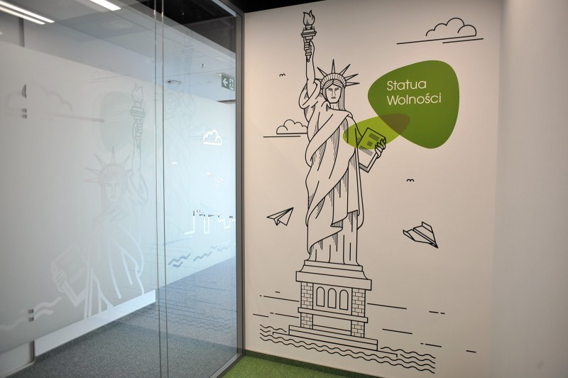 Painting on the wall in Provident headquarters in Warsaw | Headquarters and Call Center | Portfolio