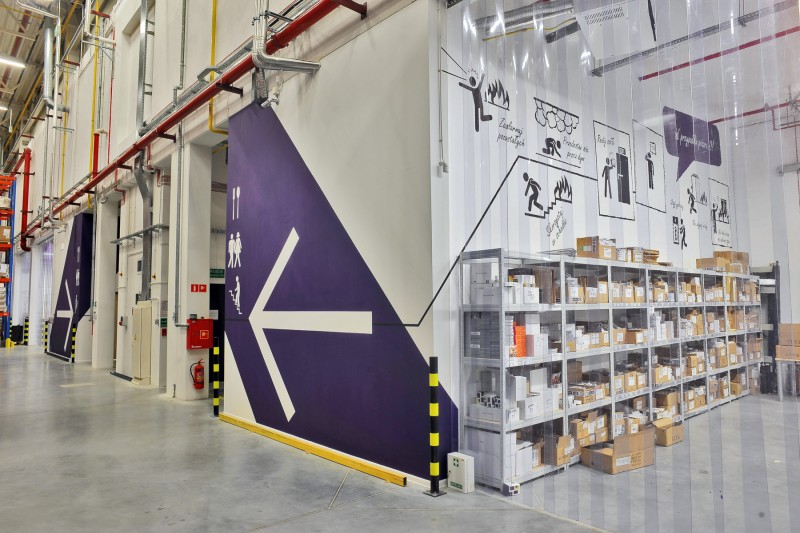 Wall design in Play warehouse | Warehouse interior | Portfolio