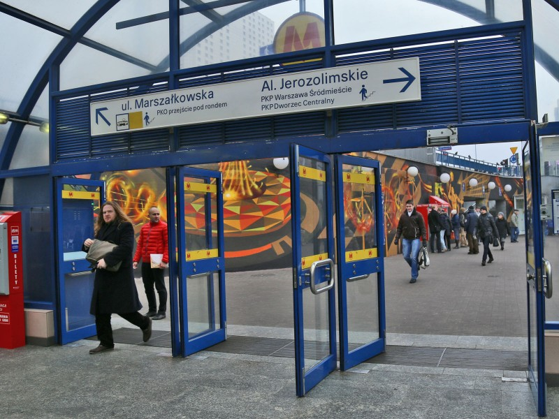 Centrum subway station in Warsaw painting mural on the wall for PGE S.A. | We provide energy | Portfolio