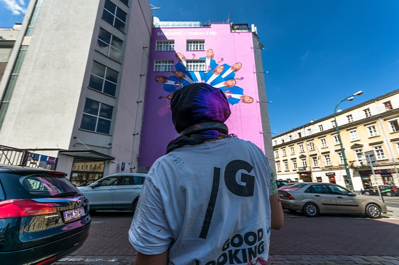 Advertising mural for Samsung Galaxy Z Flip on Bracka street in Warsaw | Samsung Galaxy Z Flip | Portfolio