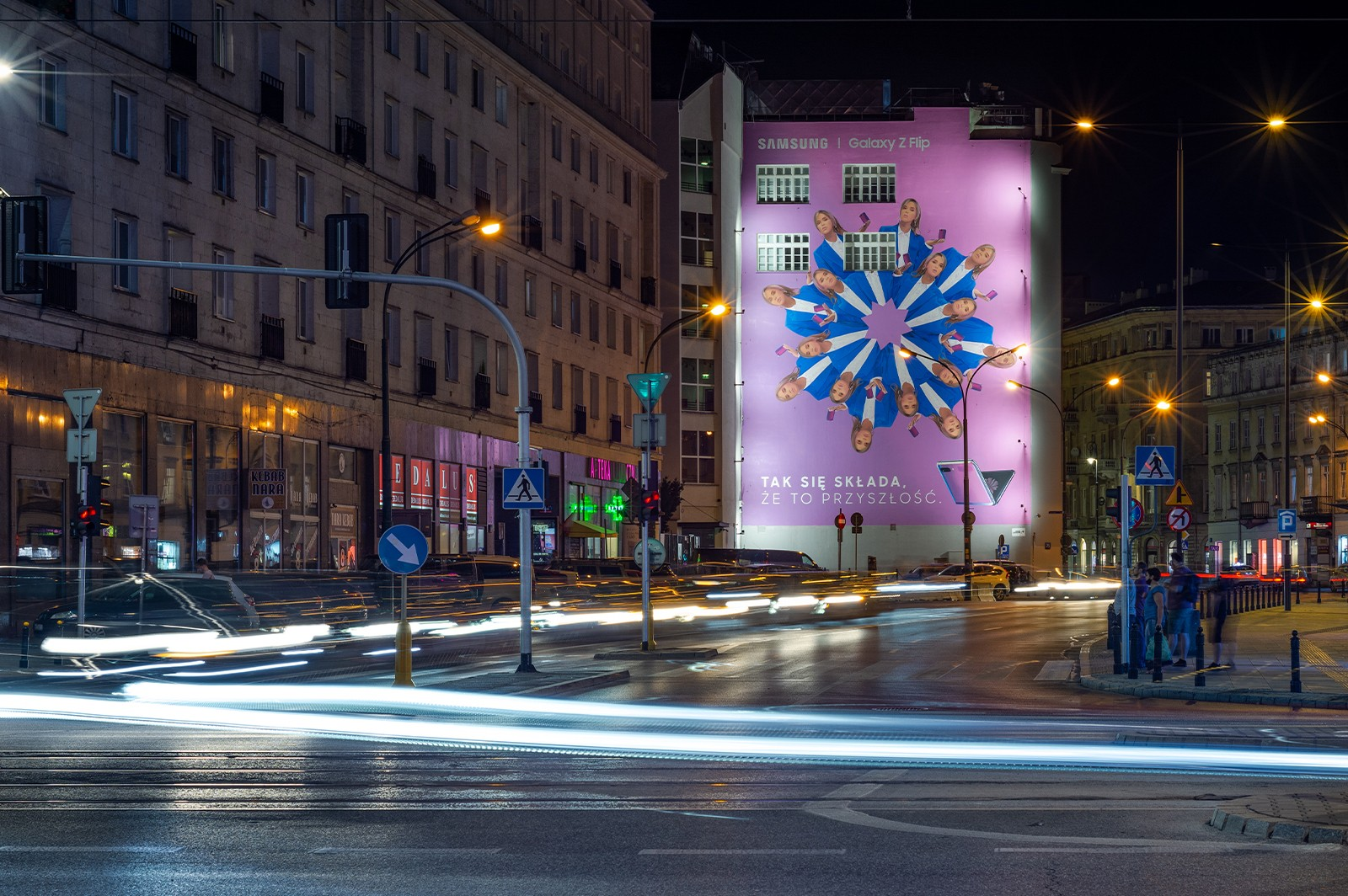 Advertising mural for Samsung Polska on Bracka street in Warsaw | Samsung Galaxy Z Flip | Portfolio
