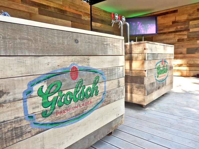 Handpainted vintage logotype on mobile bars on Za Grolsch kultury container - Temat Rzeka Warsaw | Za Grolsch Kultury | Portfolio