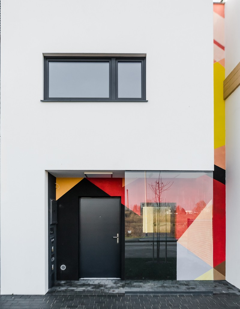 Hand-painted paintings on residential building walls in Futura Park complex in Gdansk | Osiedle Futura Park | Portfolio