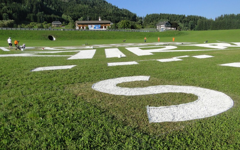 Typography handpainted on grass - Red Bull Air Race Spielberg Austria | Mural malowany na trawie - RedBull Air Race Austria | Portfolio