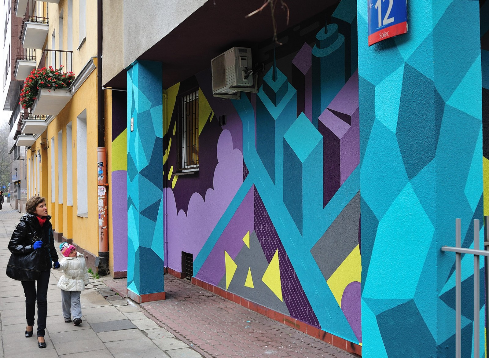 Warsaw Downtown housing association mural on the wall | SSM Mural | Portfolio