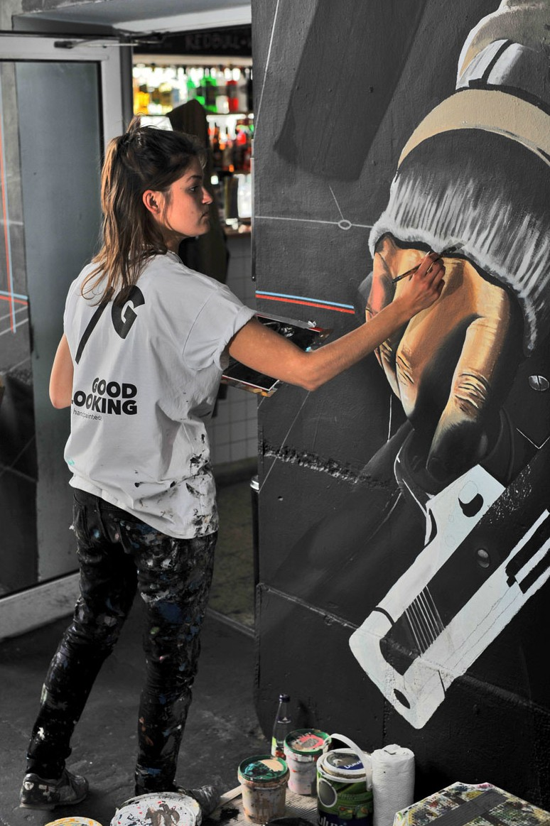Watchdogs painting mural in Warsaw pavilions | Watchdogs | Portfolio