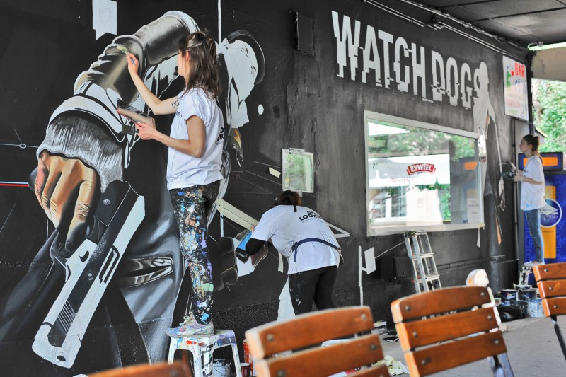 Watchdogs crossing pavilions Nowy Swiat street | Watchdogs | Portfolio