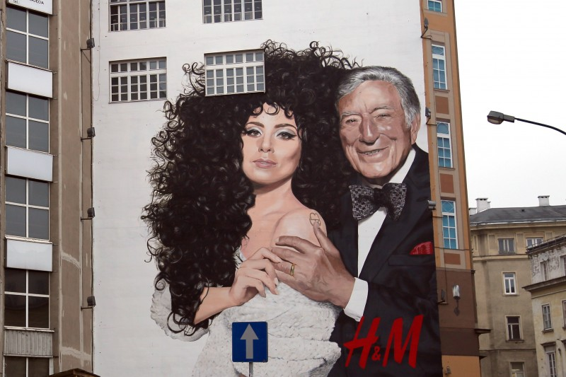 Mural for H&M Lady Gaga Tony Bennett Bracka street in Warsaw Downtown Department Store Bracia Jablkowscy | Advertising murals | Our offer