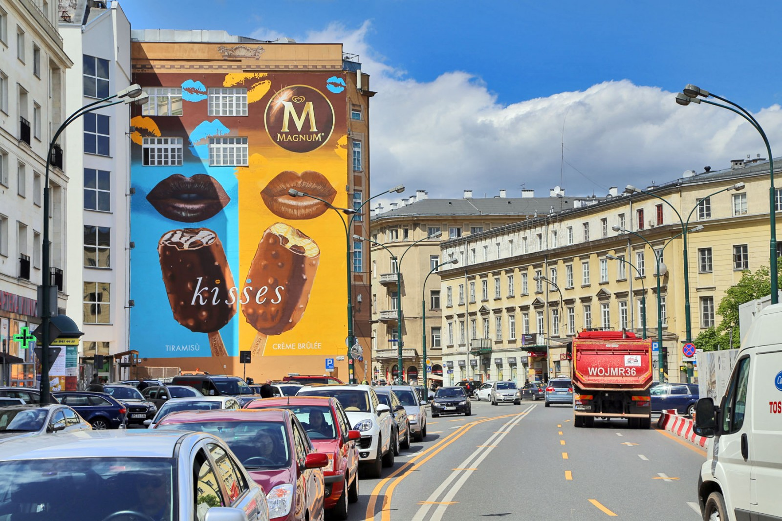 Large format mural in Warsaw Downtown near Bracka street Department Store Bracia Jablkowscy | Magnum Kisses | Portfolio