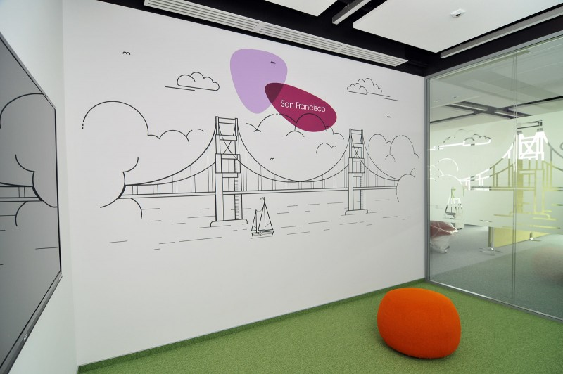 Painted wall in Provident Polska headquarters | Headquarters and Call Center | Portfolio